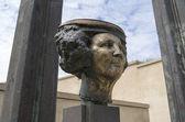 NETHERLANDS - SCHEVENINGEN - CIRCA JUNE 2014: The Royal monument by artist Arthur Spronken at Museum Sculptures by the Sea. — Stock Photo