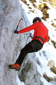 Man climbing on ice — Foto de Stock