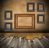 在室内背景上安装木地板 — 图库照片