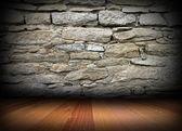 Esposto alle intemperie il muro in pietra e pavimento in legno — Foto Stock