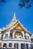 Igreja branca no templo tailandês (wat paula) — Foto de Stock