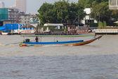 Bangkok, thailand - 10 november: typische lange staart boot naar beneden ch — Stockfoto