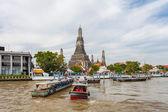 бангкок, таиланд - 10 ноября: типичный длинный хвост лодке вниз ch — Стоковое фото