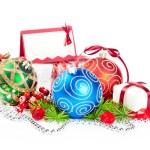 kerstballen met pine decoratie — Stockfoto