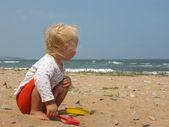 Little girl on the summer beach — Стоковое фото
