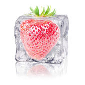 Strawberry in an ice cube — 图库照片