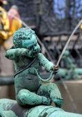 Statuetta di un angelo sulla fontana — Foto Stock