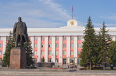 Monument to Vladimir Lenin in Barnaul. — Stock Photo