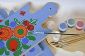 Paints, brushes and cutting board. — Stock Photo