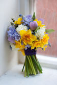Wedding bouquet of spring flowers — Stock Photo