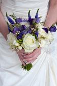 Mariée avec bouquet de mariée — Photo