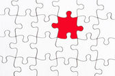 Blank white jigsaw with one red piece — Foto de Stock
