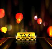 Servicio de taxi en la ciudad — Vector de stock