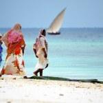 Muslim women enjoying the beach, Zanzibar — Stock Photo #15686425