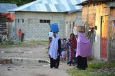 Muslim women carrying water, Zanzibar — Foto Stock
