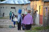 Muslim women carrying water in Zanzibar — Stock Photo