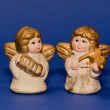 Two ceramic small angels with music instruments — Stock Photo