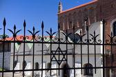 Old synagogue in jewish district of krakow - kazimierz on szeroka street in poland — Stock Photo