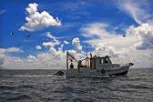 Towing Boat - Fishing boat trawler — Stock Photo