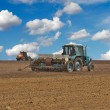 Tractors in the field — Stockfoto