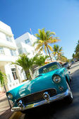 Old car in ocean drive ,Miami — Stock Photo