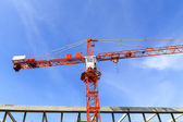 A construction site with a crane and blue sky — 图库照片