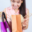 Asian women Looking shopping bag — Stockfoto