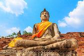 Ancient Buddha statues at Wat Yai Chai Mongkol in Ayutthaya, Tha — Stock Photo
