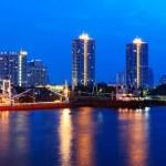 statek w porcie w zachód słońca. rzeki Chao Phraya, bangkok — Zdjęcie stockowe