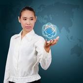 Mulher de negócios asiáticos. mostrando virtual comunicação global. conc — Fotografia Stock
