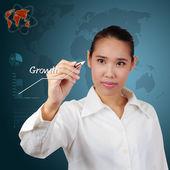 Empresaria mostrando el éxito de la comunicación en pantalla virtual. — Foto de Stock