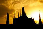 Silhouette of the Emerald Buddha Temple. Wat Phra Kaew, Bangkok — Stockfoto
