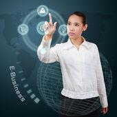 Zakenvrouw aanraken van e-business concept op virtuele scherm. — Stockfoto