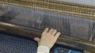 Silk weaving — Stock Video