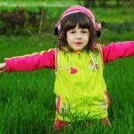 Little girl in autumn park — Stock Photo #14045791