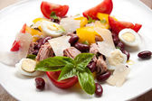 Tuna salad with beans, pepper, tomatoes and eggs — Stock Photo