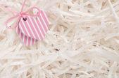 Cuori rosa su carta bianca — Foto Stock