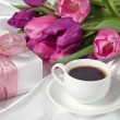 Fresh tulips with gift box and coffee breakfast — Stock Photo