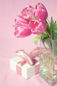 Pink tulips in the vase with the gift box — Stock Photo