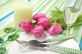 Setting the table on holiday with flowers and candles — Stock Photo