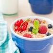 Breakfast with cereals and berries — Stockfoto