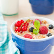 Breakfast with cereals and berries — Stock fotografie