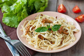 Tagliatelle with fried mushrooms — Stock Photo