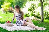 Beautiful woman on the picnic — Stock Photo