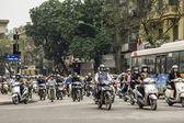 Vietnam Hanoi - March 2012: Overwhelming number of motorbikes — Stock Photo