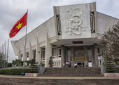 Vietnam Hanoi - March 2012: Entrance to Ho Chi Minh museum — Stock Photo