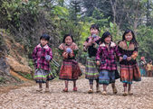 Vietnam Ban Pho - March 2012: Group of young girls on farm road — Foto de Stock