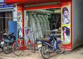 Vietnam Phat Diem Village - March 13, 2012: Typical bridal shop. — Foto de Stock