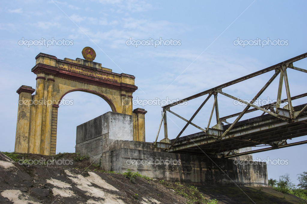 Dilapidated yellow and red structure against blue skies. — Stock Photo #17652929
