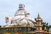 Massive white Sitting Buddha statue at Vinh Trang Pagoda, Vietna — ストック写真